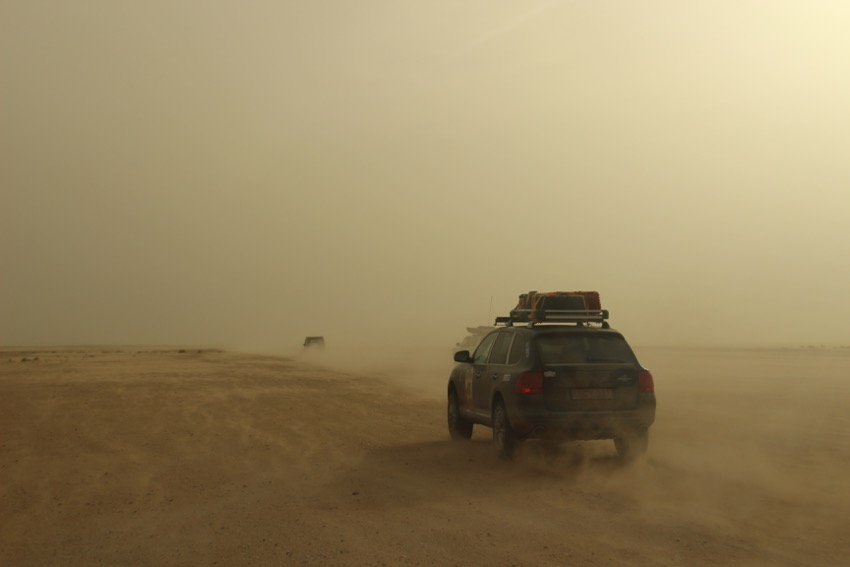 overlanding in the sahara
