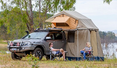 Rooftop tent with annexe for extra room