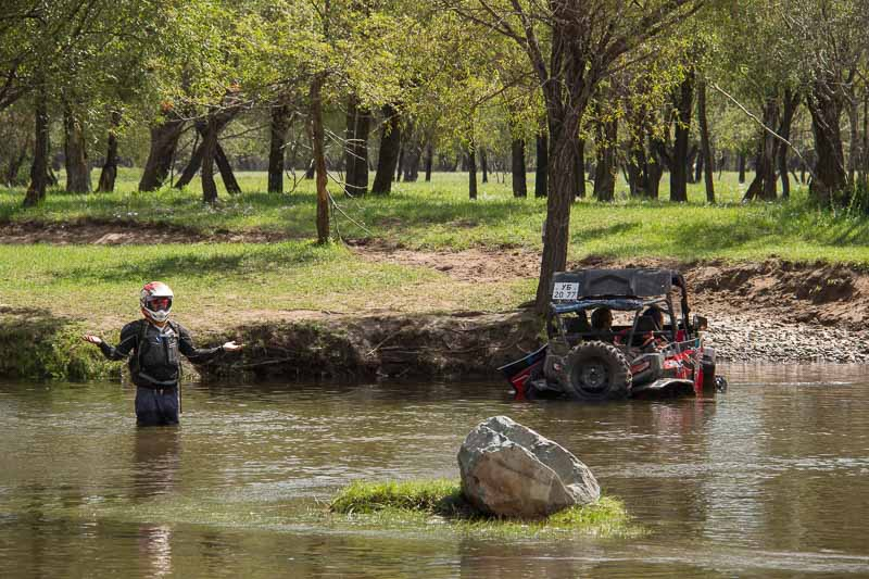 buggy stuck in river