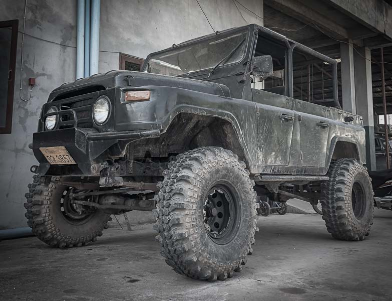 mud terrain tires on chinese Jeep